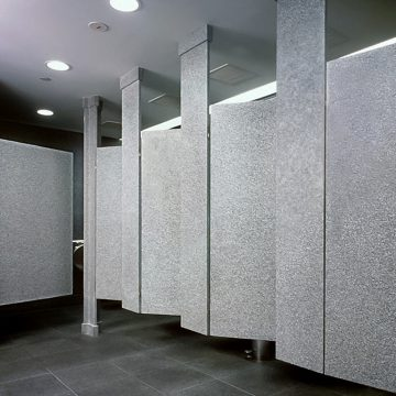 Какие преимущества сантехнических перегородок при использовании в любом помещении?